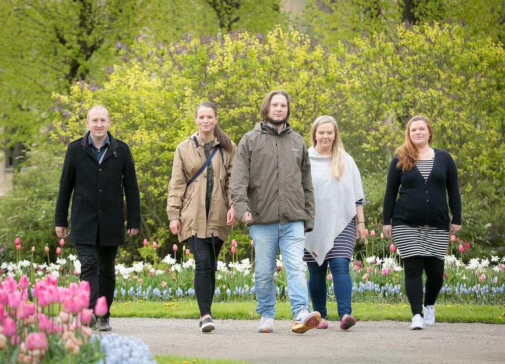 Niclas Augustin, Sara Backman, Daniel Götell, Anna Hallgren och Ellen Wiklund hos socialtjänsten i Uddevalla. Foto: Ulf Michal