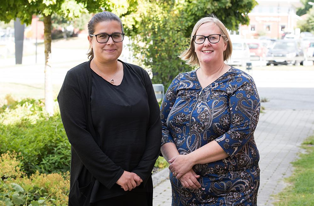 Emma Israelsson, specialistsocionom och Jessica Gjertz, enhetschef för mottagningsenheten vid socialtjänsten i Norrtälje. Foto: Mia Lewell